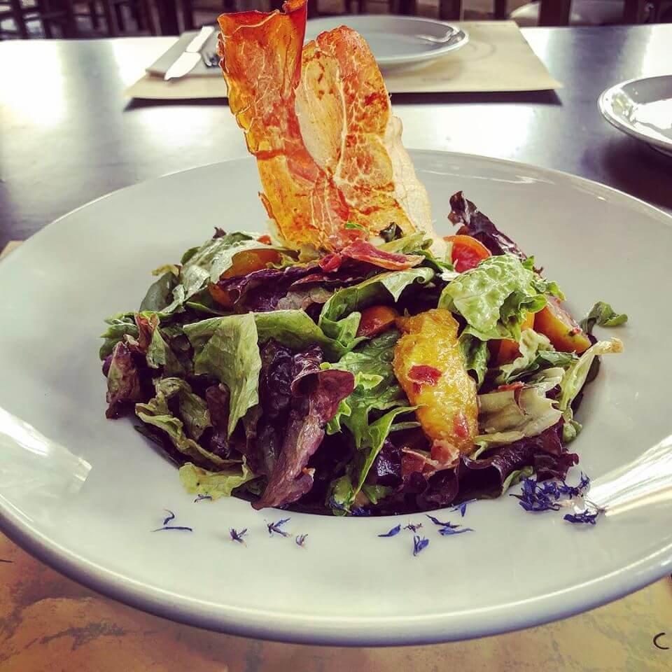 Salad with prosciutto, mozzarella, orange